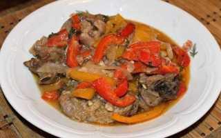 Тушеная баранина с картошкой и овощами в казане или кастрюле