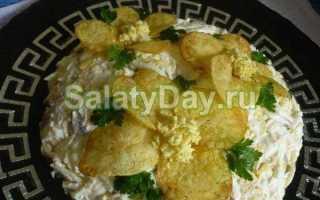 Салат копченой колбасой и сухариками: 10 пошаговых рецептов